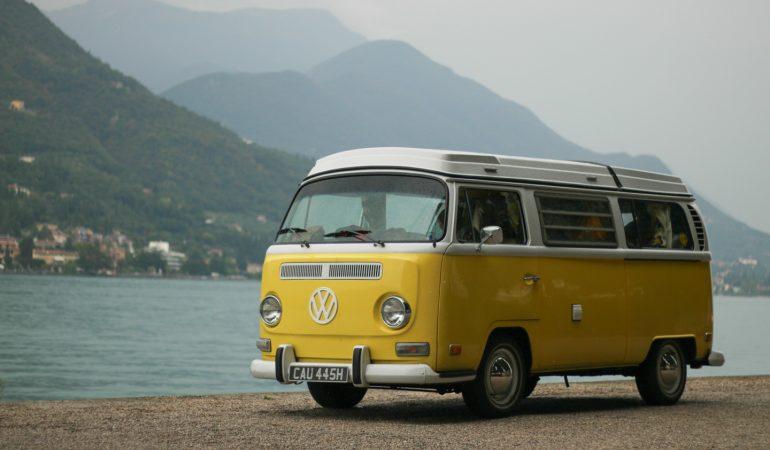 """Verso Sud con John Lemon – Da Parigi a Milano con un Volkswagen T2a """"Early Bay"""" del 1969"""